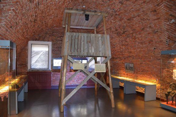 За узниками концлагерей надзирали с вышек