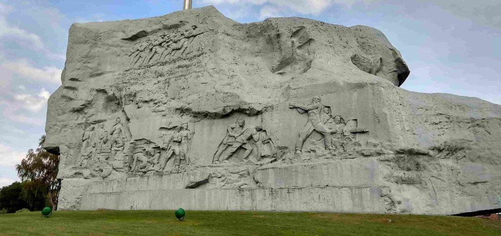 Монумент Мужество с тыльной стороны